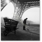 Street Sweeper at Eiffel Tower / Photo - Pintura